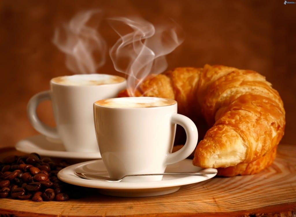 petit-dejeuner,-tasse-de-cafe,-croissant-199148
